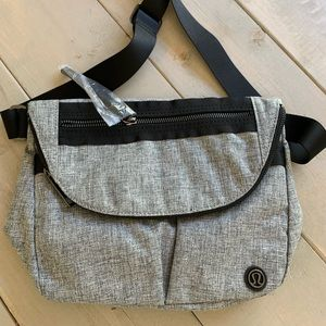 Nwot lululemon heatherd black festival bag